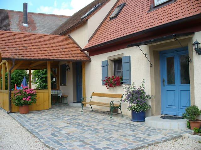 Bio-Bauernhof im fränk. Seenland - Höttingen - Fiegenstall - Maison
