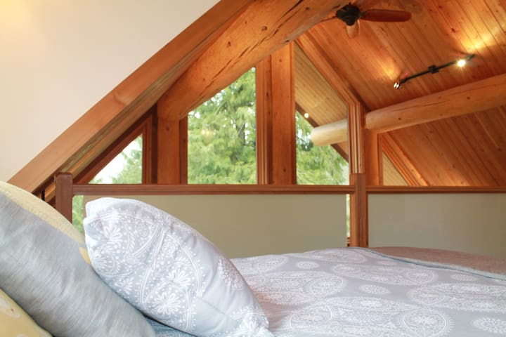 Suite in Log House w/ Loft Bedroom - Hope - Huis
