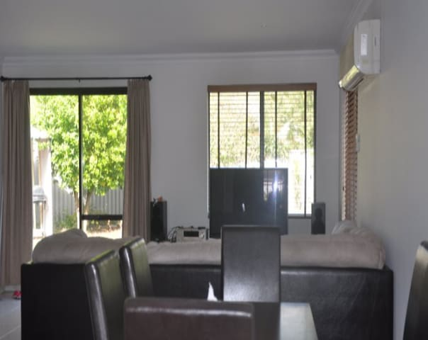 Amazing 5 bedrooms big house share  - Riverton - Casa