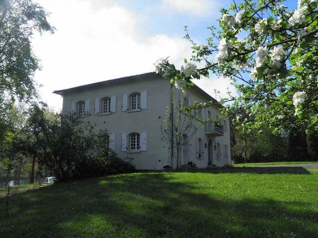 Suite : Garonne + Soumès - Saint-Martory - Bed & Breakfast