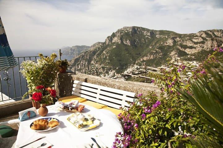 Nice Loft on the hill of Positano seaview parking - Positano - Çatı Katı