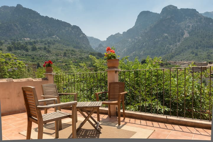 cottage with garden and swim-pool. - Sóller - Hus