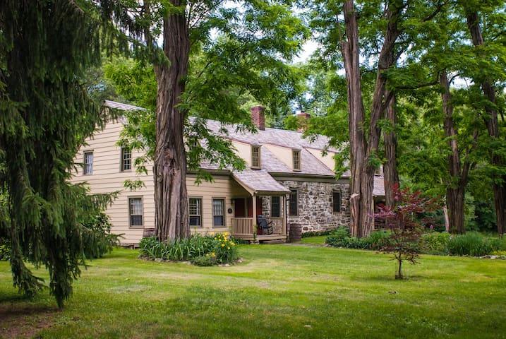 1770 Stone House W/ Modern Comforts - New Paltz