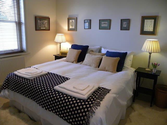 A Lovely Elegant 2 Bed Apartment - Wilton