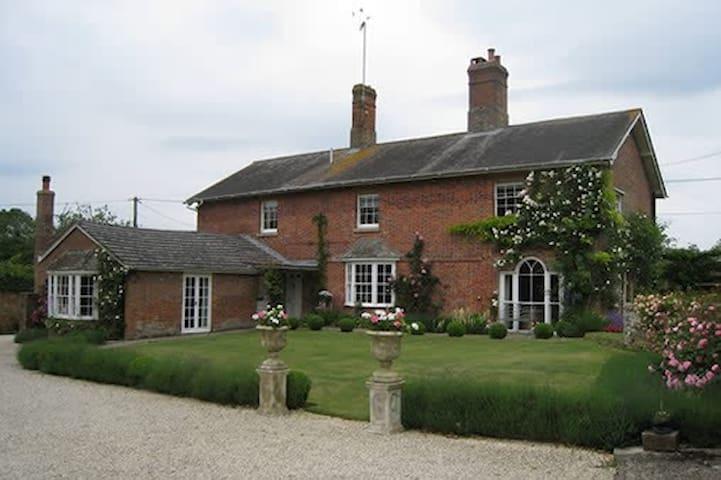 Wiltshire Georgian Farmhouse Double & Twin - Marlborough - Pousada