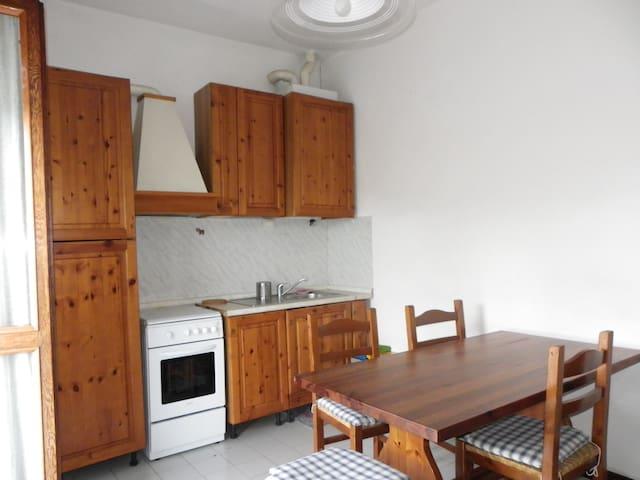 Quite nice house - Brivio - Daire