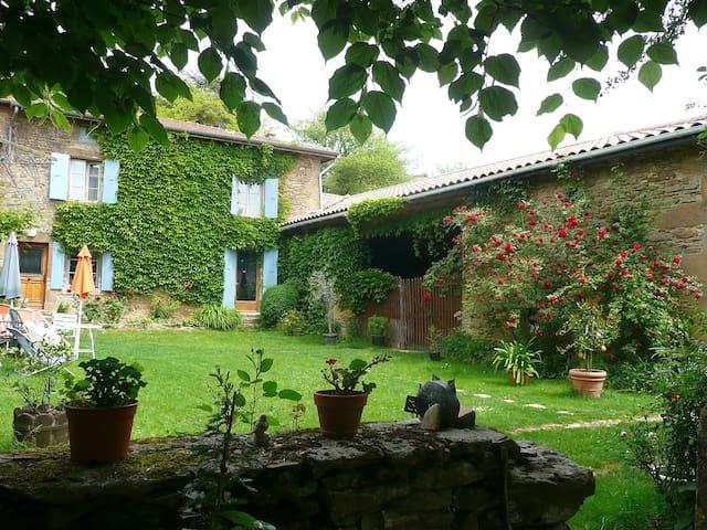 Maison de caractère au sud de Lyon - Saint-Martin-d'Août - Hus