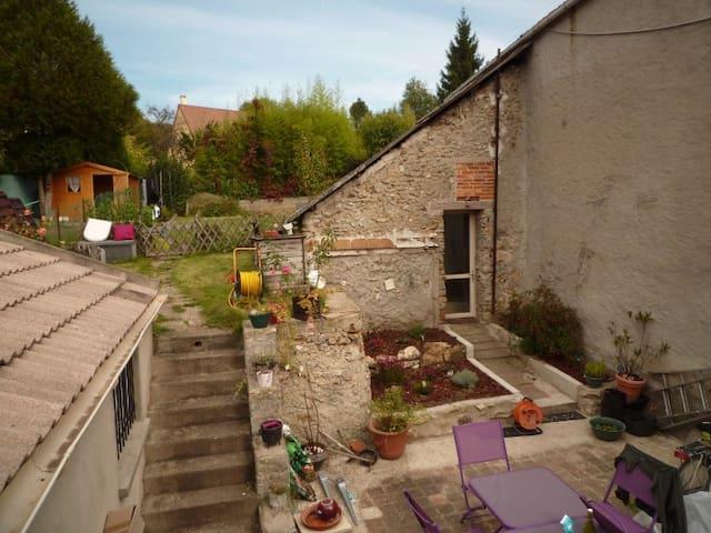 Petit studio dans cadre bucolique - Saint-Cyr-sous-Dourdan - Hus