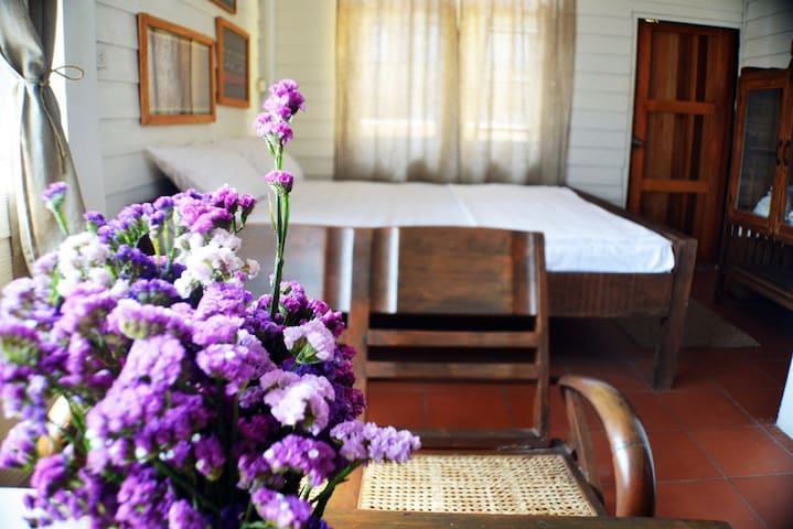 Cozy,charming room unique place.  - บ้านพานถม - Wikt i opierunek