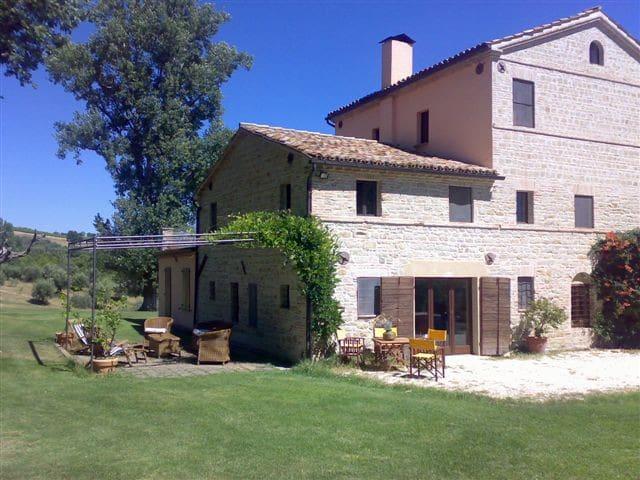 Casa colonica nelle Merche  - Monte Roberto - Pousada