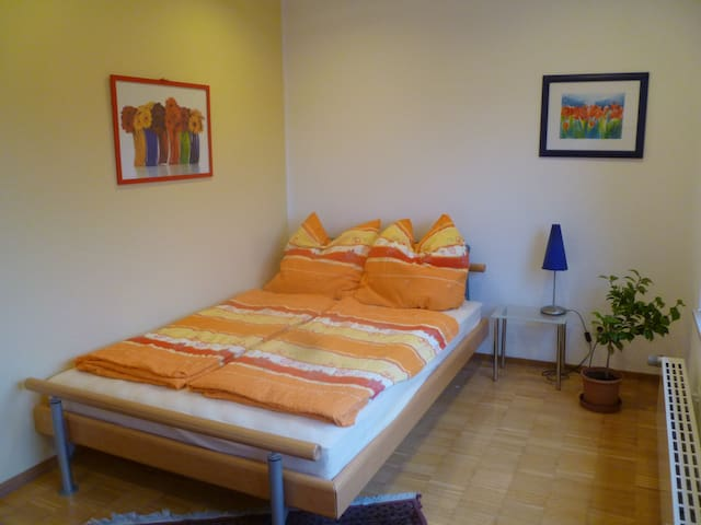 Stadtrand Hannover, Zimmer mit Bad - Ronnenberg - Bed & Breakfast