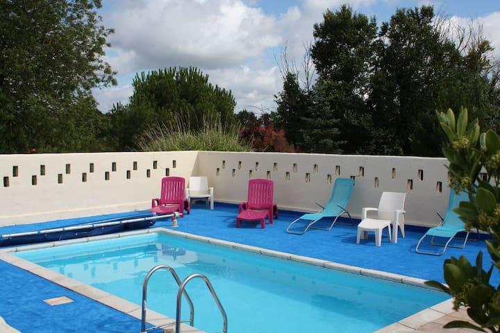 Gite avec piscine de juin à sept - La Garnache - Casa