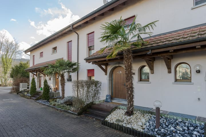 Spacious Family Home near to Zürich (300m2) - Würenlos - Hus