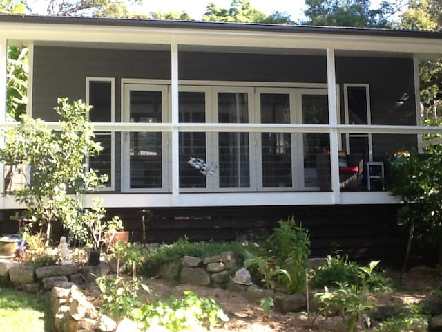 Backyard cabin by lovely Pittwater - Clareville - Hytte