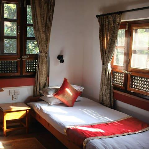 Krishna House - Single Room - Bhaktapur - Bed & Breakfast