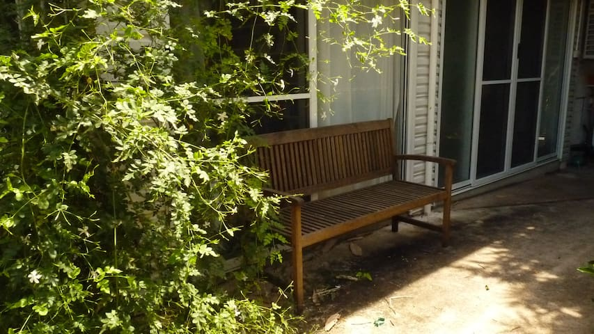Room in a tropical garden - Jingili - Leilighet