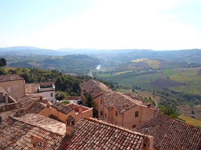 Upplev en riktigt gedigen italiensk - Montedinove - Huis