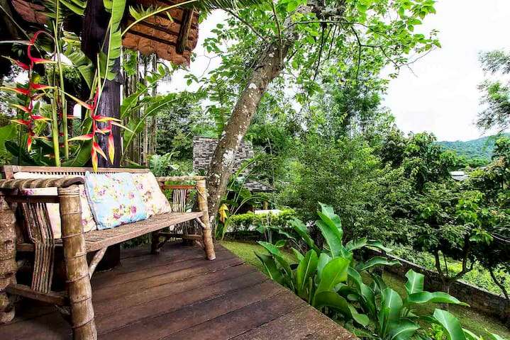 2 Bedrooms Wooden House in Mountain - Chiang Mai Thailand - Bed & Breakfast