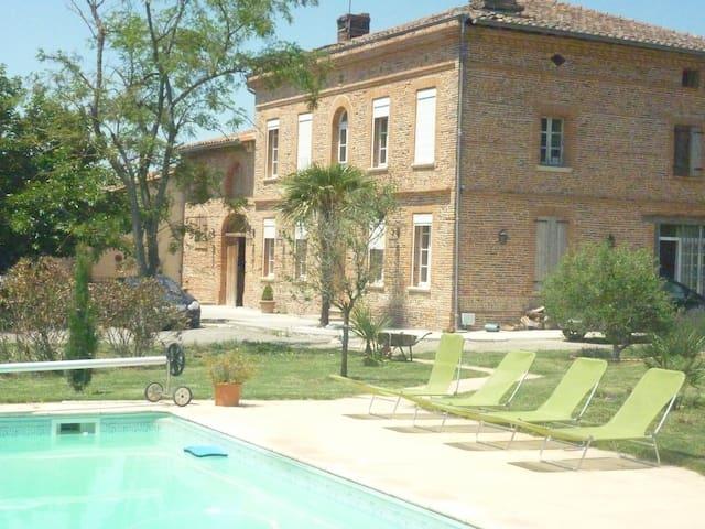 The House - Bonrepos-sur-Aussonnelle