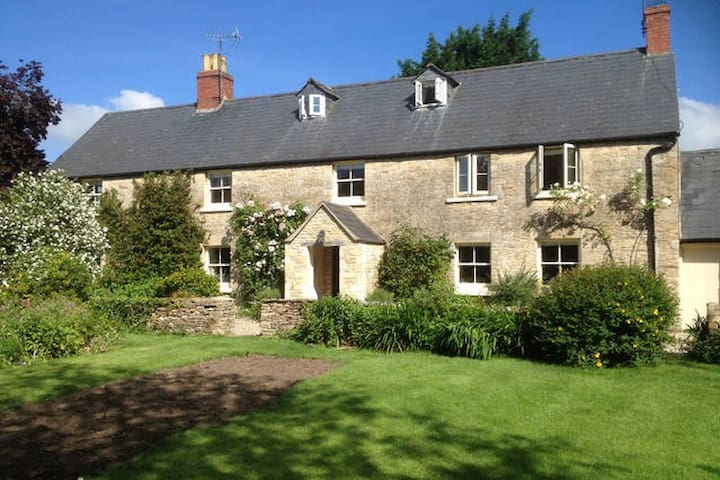 The Long House: Double & Twin rooms - Cirencester - Bed & Breakfast