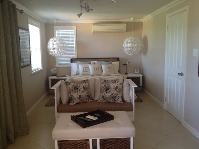 Pool Room on Golf Course with View - St. John's - Casa
