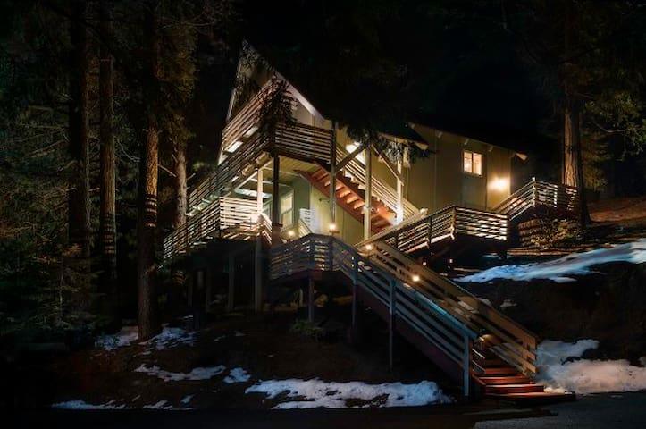 "Yosemite Hideaway 3br 2ba Unit ""A"" All new - Yosemite National Park - Maison"
