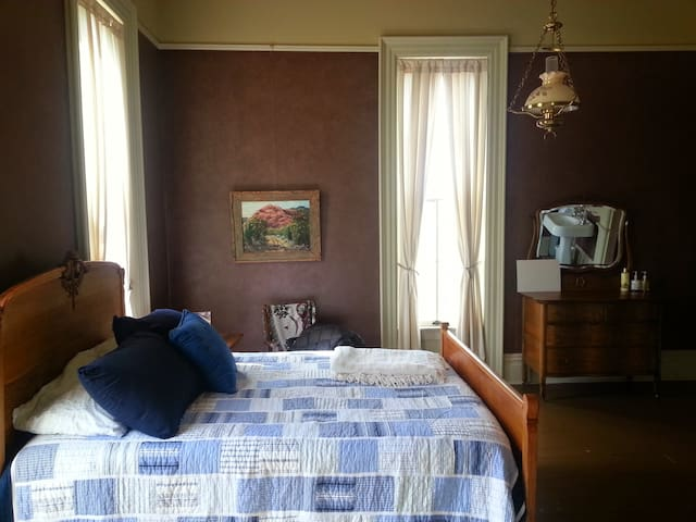 Guest Room- The Queen & I BnB - Crawfordsville - Oda + Kahvaltı