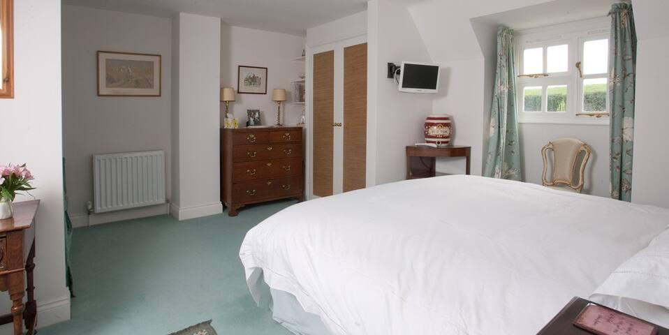 B&B Oddington superking ensuite - Upper Oddington, Moreton in Marsh - Bed & Breakfast
