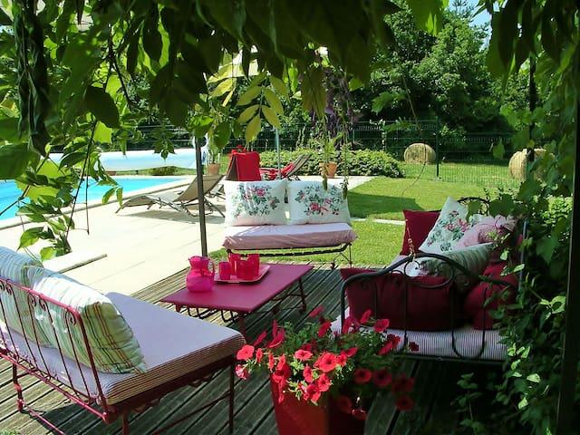 Dordogne champêtre ferme rénovée - Bussac - Huis