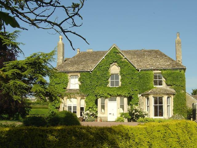 Horsley Manor  - Stroud - Bed & Breakfast
