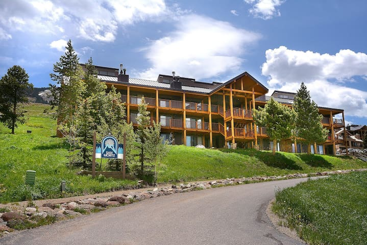 Huge Ski in Out Condo 4 Bdrm +Loft  - Mt. Crested Butte - Квартира