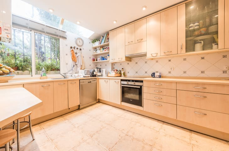 Great house 10 minutes from Madrid - Alcobendas - スイス式シャレー