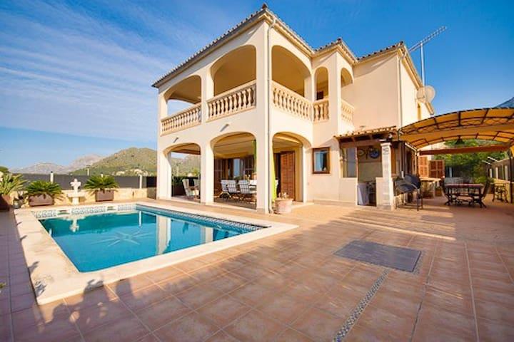 Chalet con piscina y vistas al mar. - Urbanització Montferrutx - Dağ Evi