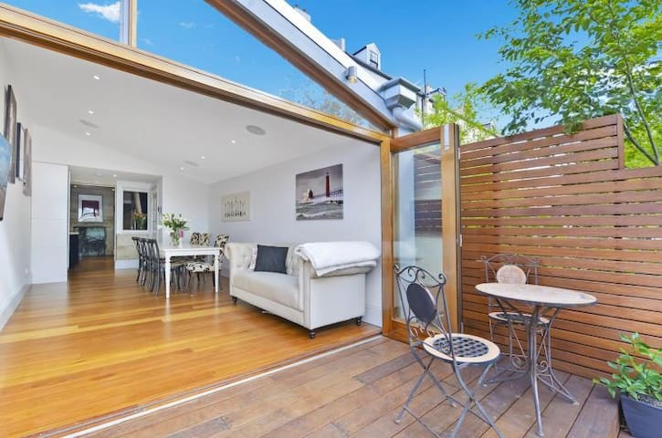 Luxury Colonial Terrace - The Rocks - Millers Point - Hus