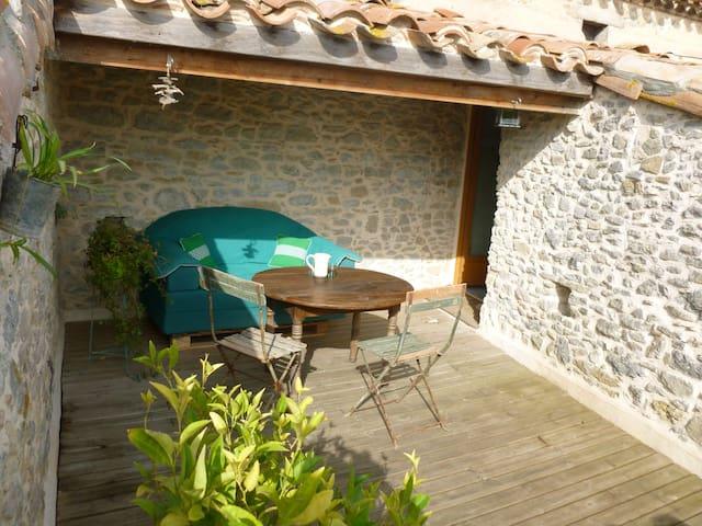 Dans un village près de Carcassonne - Pezens - Rumah