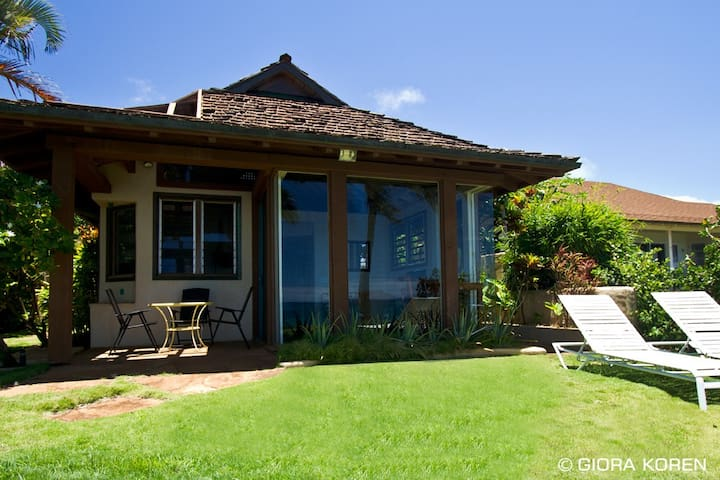 Oceanfront Ginger Cottage at Lani Paradise - Paia
