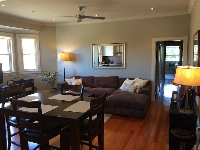 Bright comfortable 2 bdr/2bth flat - Rose Bay - Departamento