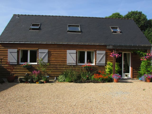 Country Cottage near Lac Guerledan - Plouray - Rumah