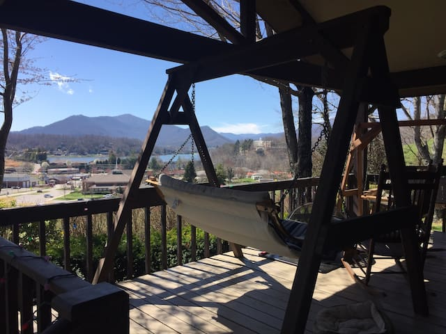 Awesome porch with a house attached - Waynesville  - Casa