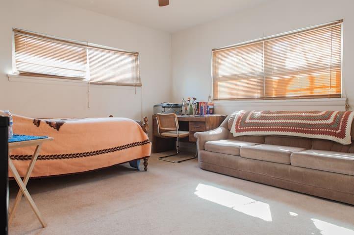 Spacious & Cozy Room w/Private Bath - Highland Park