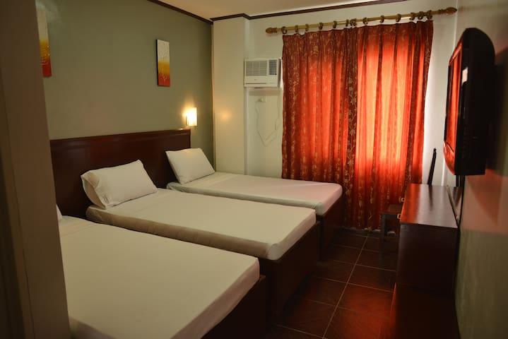 New & Clean Triple Room - Kalibo - Bed & Breakfast
