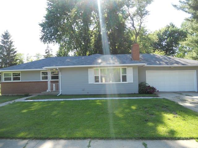 Relaxing Ranch in NE Rockford - Rockford - Hus