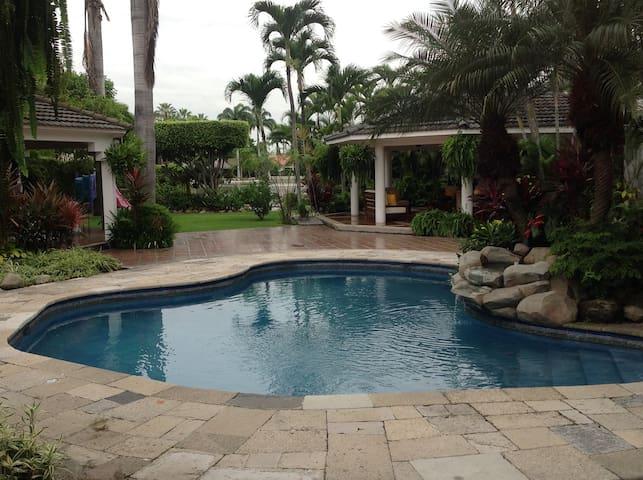 Suite, tropical garden, lake & pool - Guayaquil - Casa