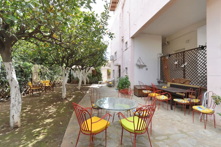 Charm&smart, contemporary flat with private patio! - Glifada