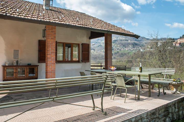 Beautiful Independent Cottage - Argegno - Cabana