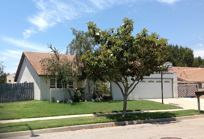 Private room 3 miles from Reagan Library - Simi Valley - Σπίτι