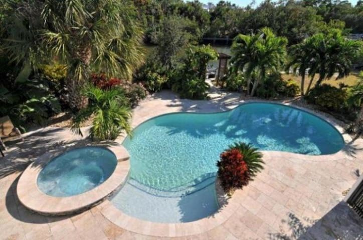 Tropical waterfront oasis in a wonderful location - Anna Maria - Casa