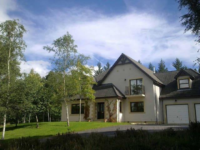 Luxury self-catering in woodland - Corrimony - Hus