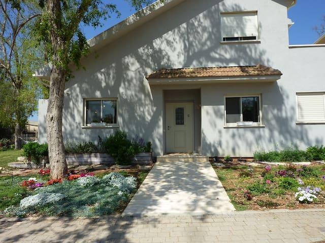 Beautiful new house in a kibbutz - HaMa'apil - Huis