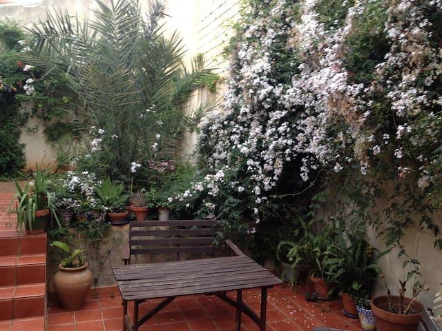 Lovely room at home + patio - Alcalá de Guadaíra - Дом